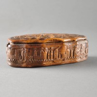 Antique Dutch carved snuff box of Baroque form