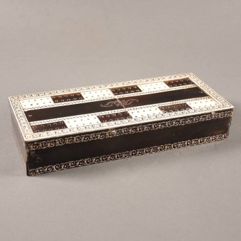 Vizagapatam gaming box of wood with ivory and horn veneer
