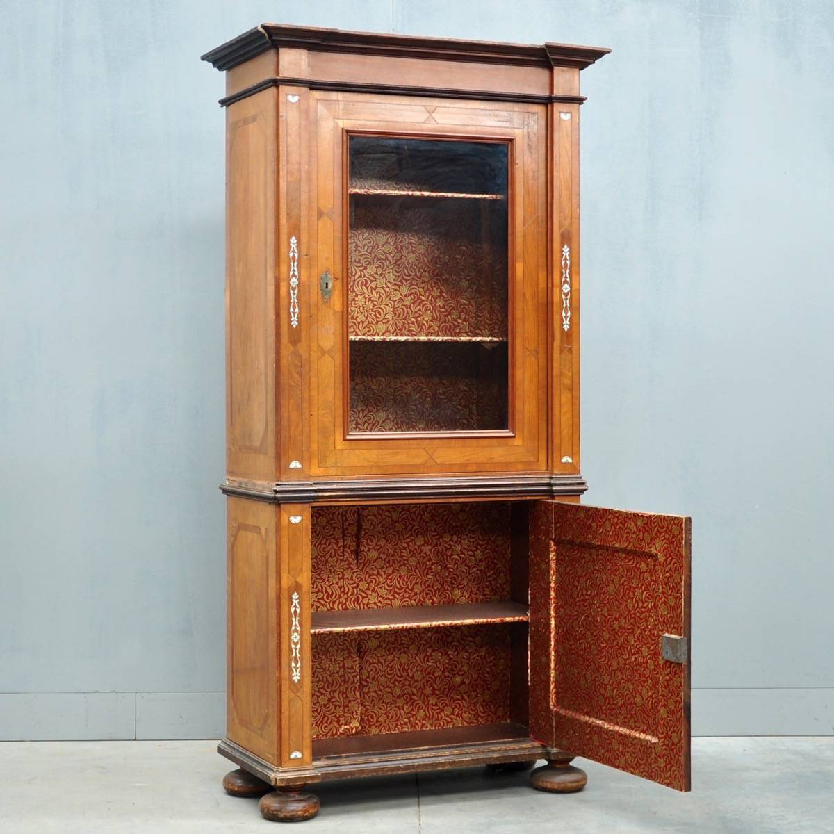 Antique South German Walnut Display Cabinet - South German Display Cabinet De Grande Antique Furniture