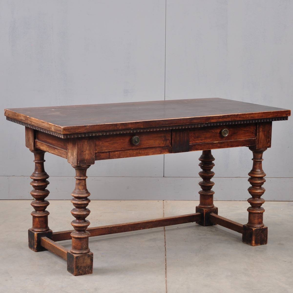 louis xiii walnut table de grande antique furniture. Black Bedroom Furniture Sets. Home Design Ideas