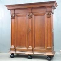 Antique Flemish kapitel kast armoire