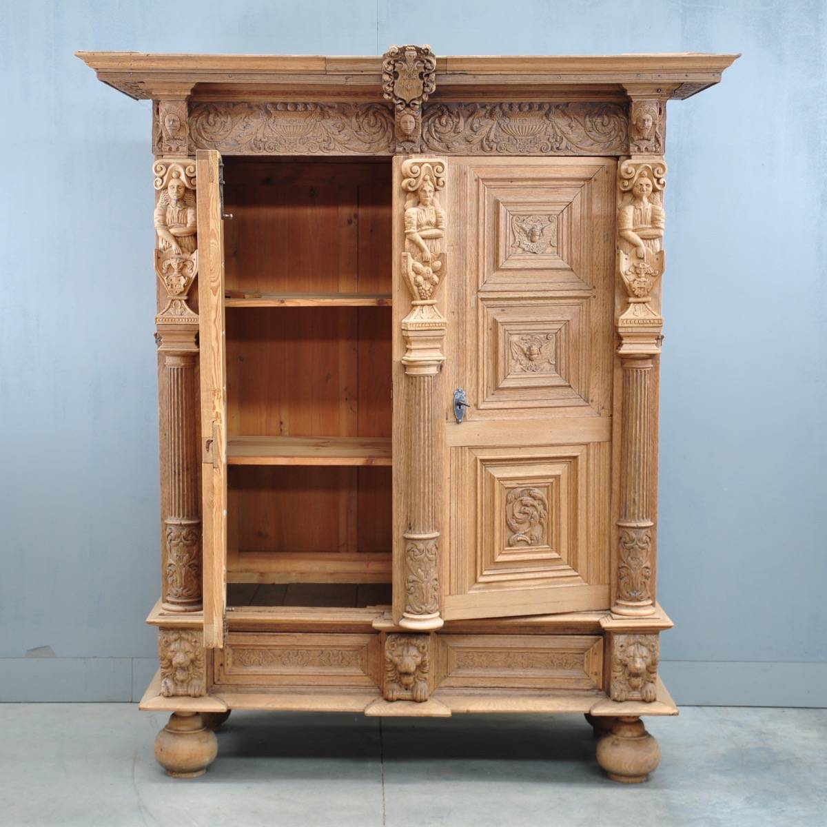 Etonnant Dutch Carved Oak Two Door Cupboard