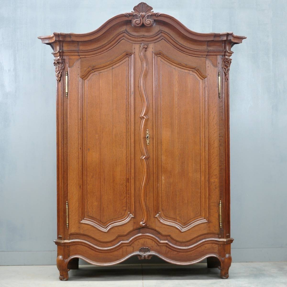 typical flemish oak armoire de grande antique furniture. Black Bedroom Furniture Sets. Home Design Ideas
