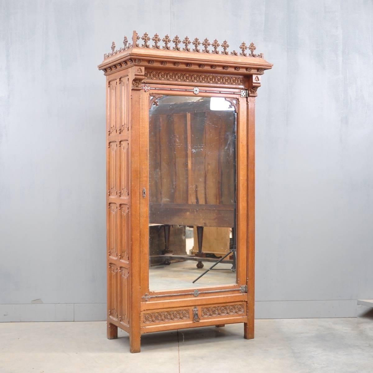 Oak Neo-Gothic armoire with mirror| De Grande Antique Furniture - Neo-Gothic Armoire De Grande Antique Furniture