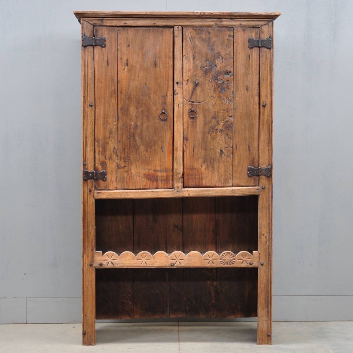 Rustic Spanish cupboard | De Grande Antique Furniture - Spanish Cupboard De Grande Antique Furniture