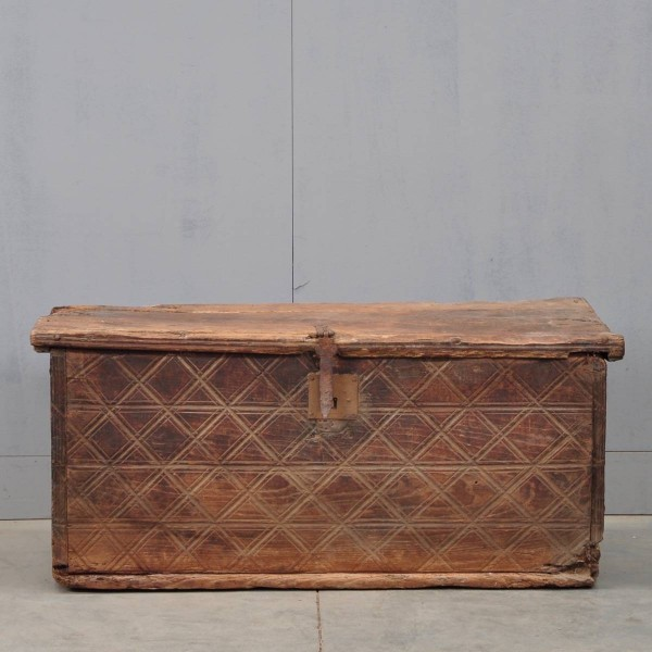 Spanish early coffer | De Grande Antique Furniture