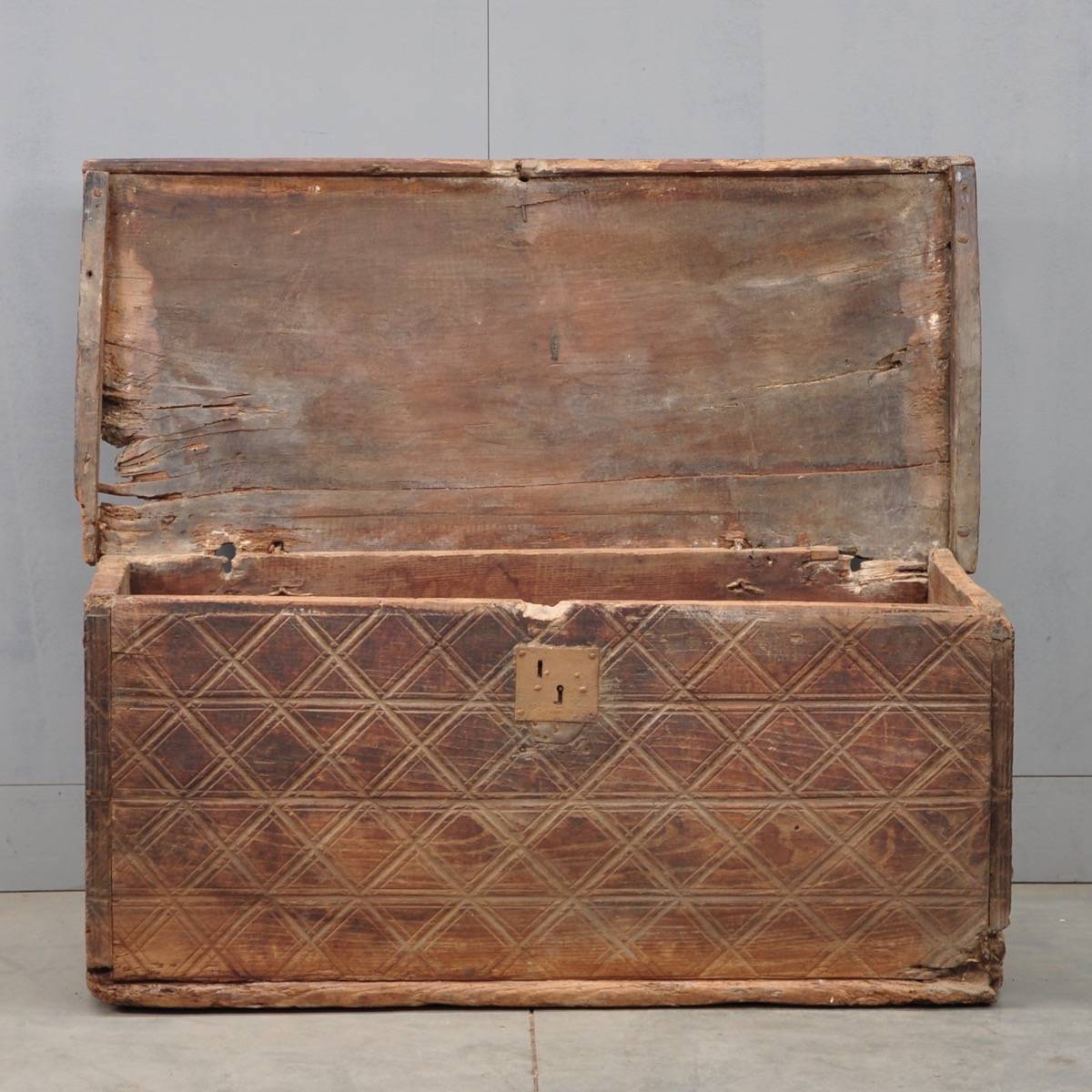 Spanish early coffer