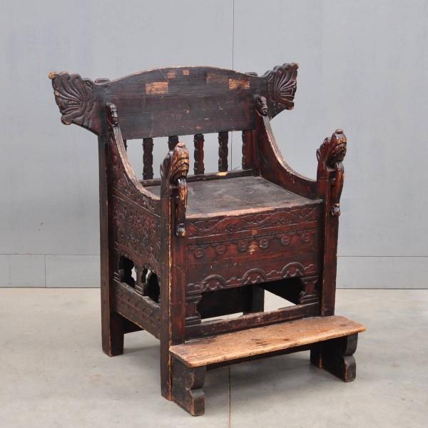 Antique Swedish carved throne | De Grande Antique Furniture