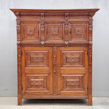 Flemish oak Renaissance cupboard | De Grande Antique