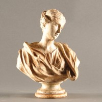 Carved wooden bust of a lady | De Grande Decorative Objects