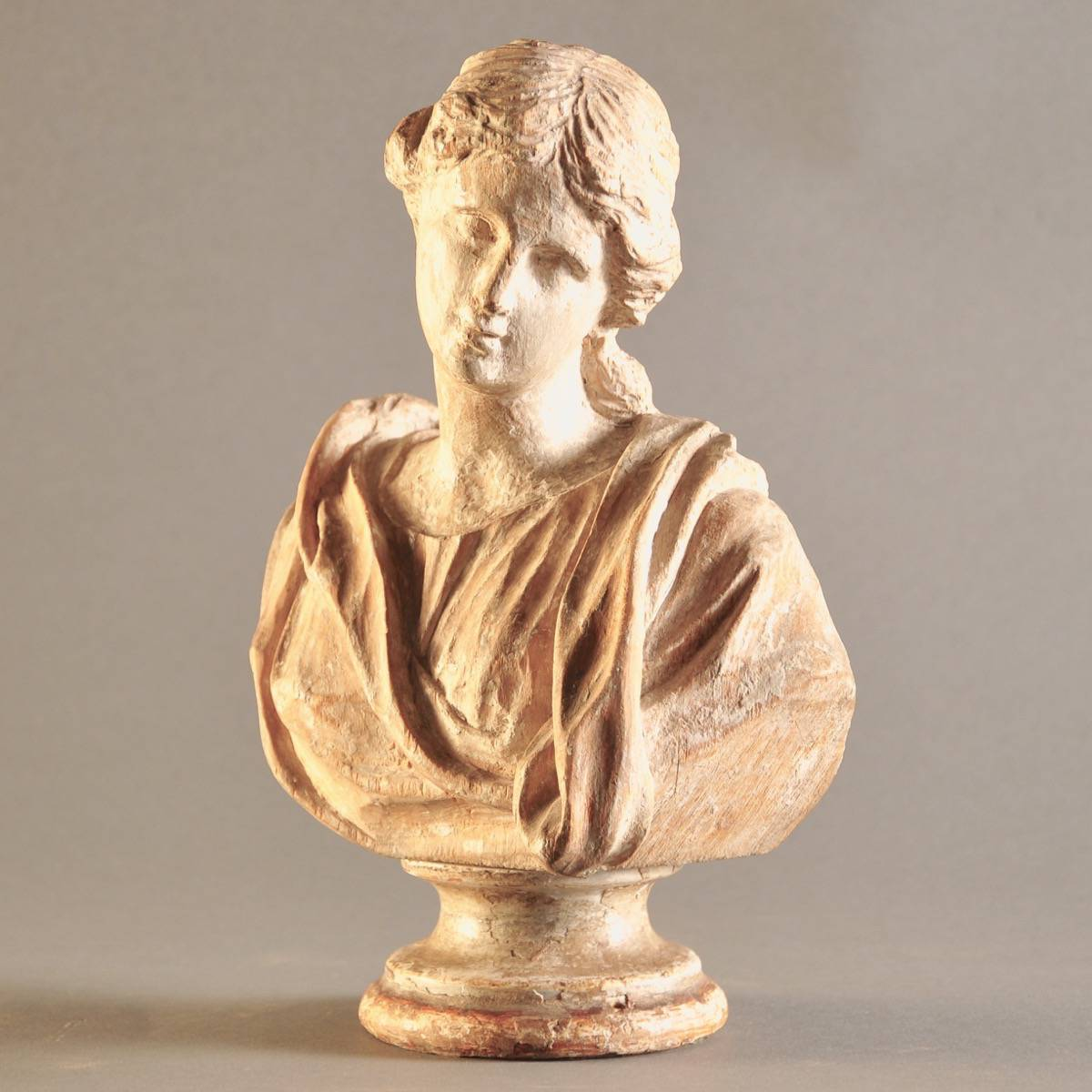 Carved Wooden Bust Of A Lady De Grande Decorative Objects