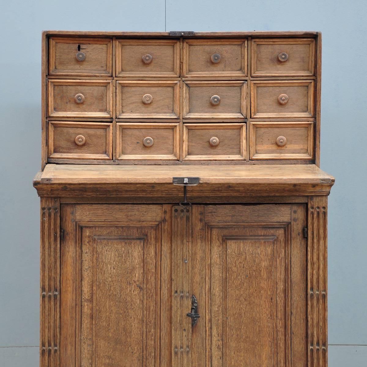 Antique Flemish oak cabinet | De Grande Antique Furniture - Flemish Oak Cabinet De Grande Antique Furniture