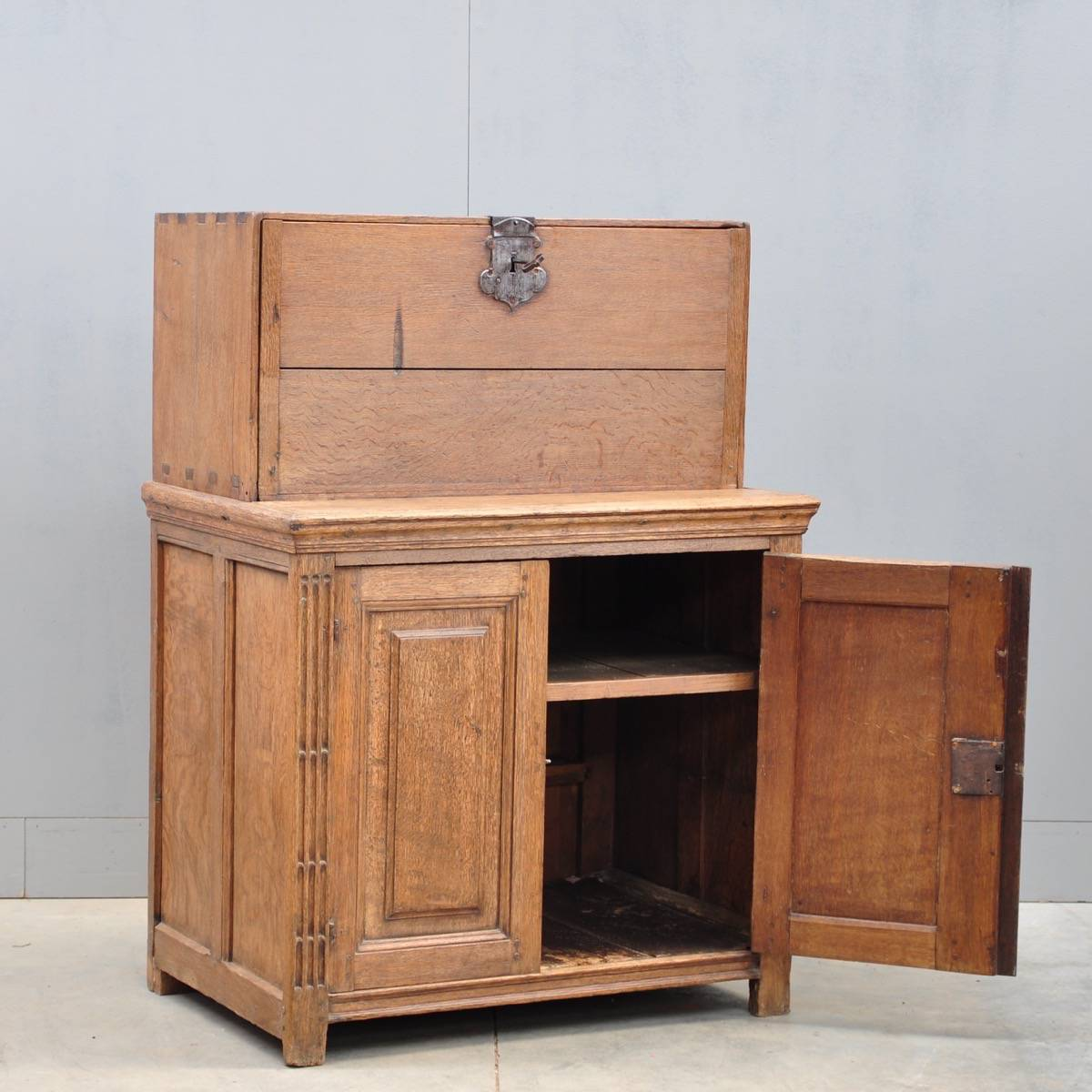 Flemish Oak Cabinet De Grande Antique Furniture