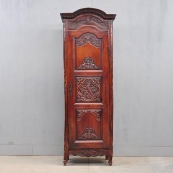 French walnut bonnetiere | De Grande french Antique Furniture