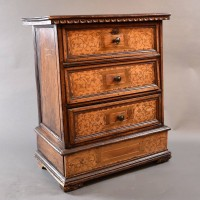 Antique Italian chestnut commode | De Grande Antique Furniture