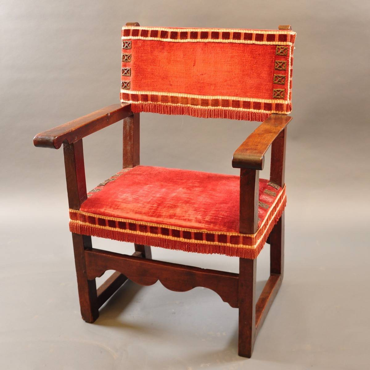 Antique Spanish armchair | De Grande Antique Furniture