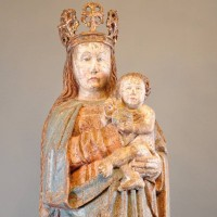 Crowned Madonna and Child | De Grande Haute époque Sculptures