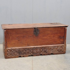 Early Antique Walnut Spanish coffer | De Grande Antique Furniture