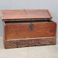 Early Antique Walnut Spanish coffer | De Grande Antique Furniture
