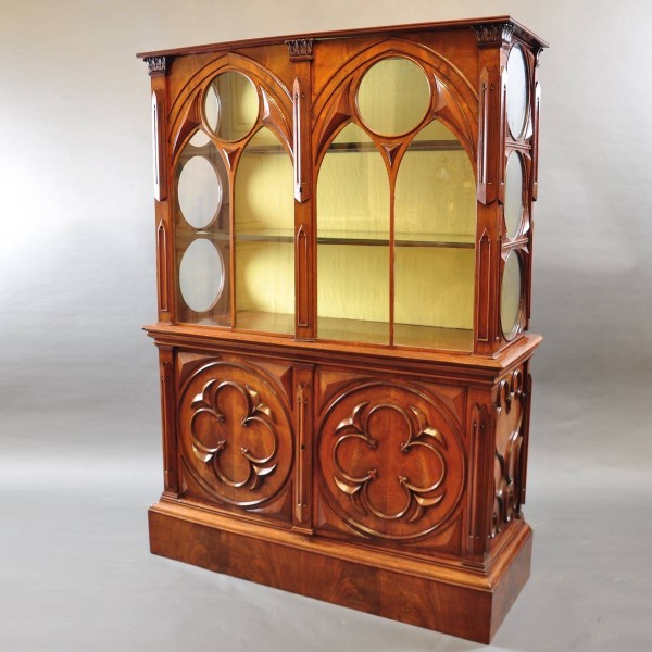 Gothic style English vitrine | De Grande Antique Furniture