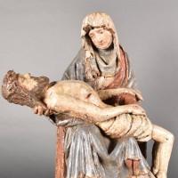 Haute epoque Flemish Pieta group | De Grande Haute epoque sculptures