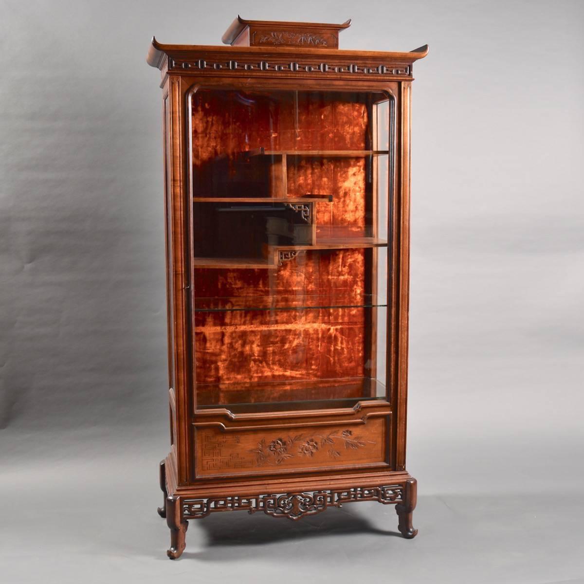 french japonesque walnut vitrine de grande antique furniture. Black Bedroom Furniture Sets. Home Design Ideas