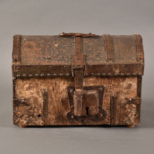 Leather and Iron Travel coffer | De Grande Antique Furniture