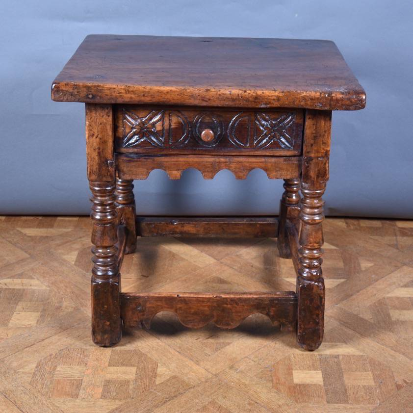 Italian walnut table de grande italian antique furniture for Walnut furniture