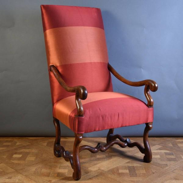 French Walnut armchair | De Grande French Antique Furniture