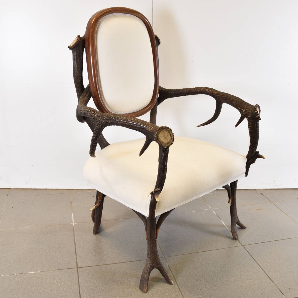 Decorative deer antler hunting chair antique furniture for Antique furniture and decoration accessories