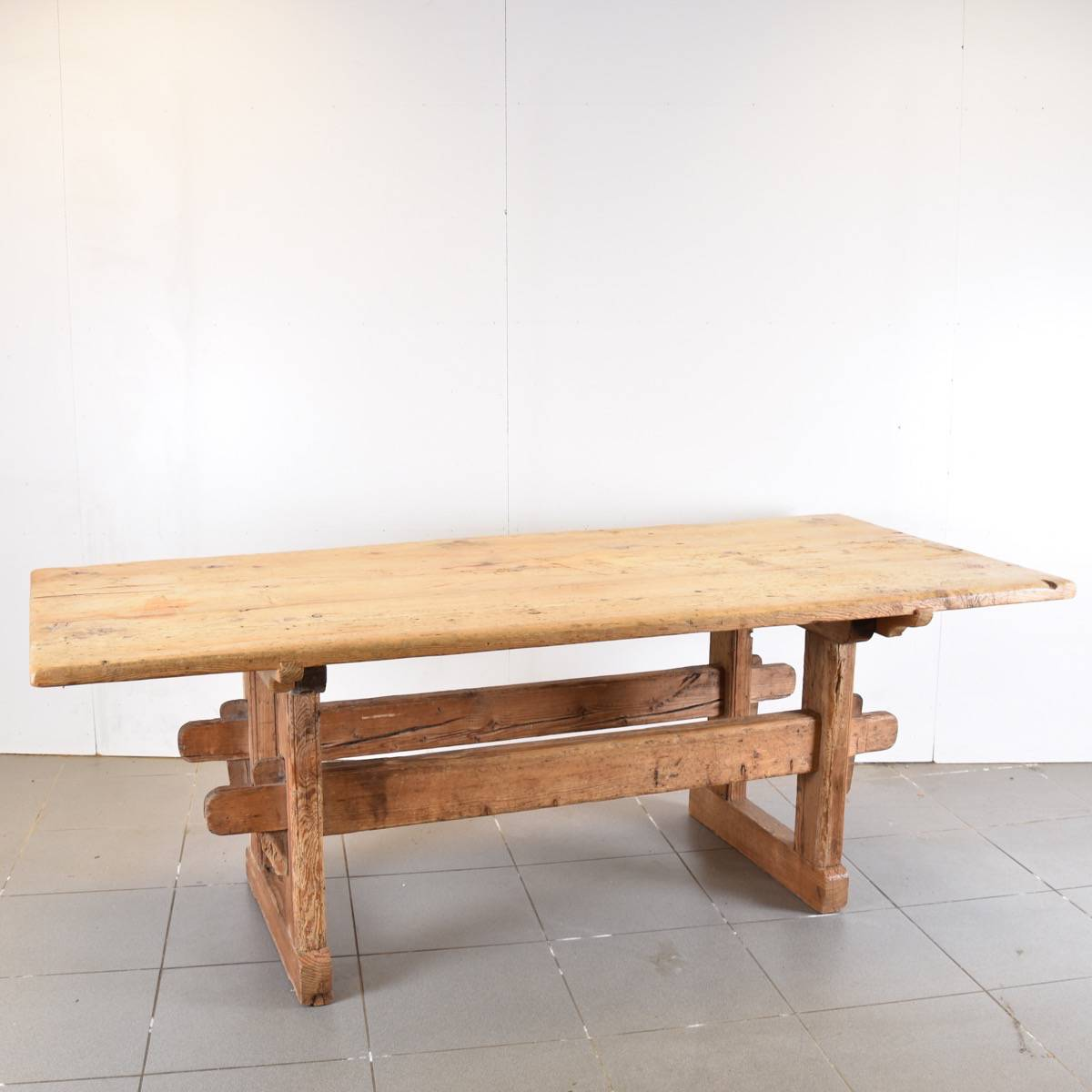 stunning antique pinewood dinning table
