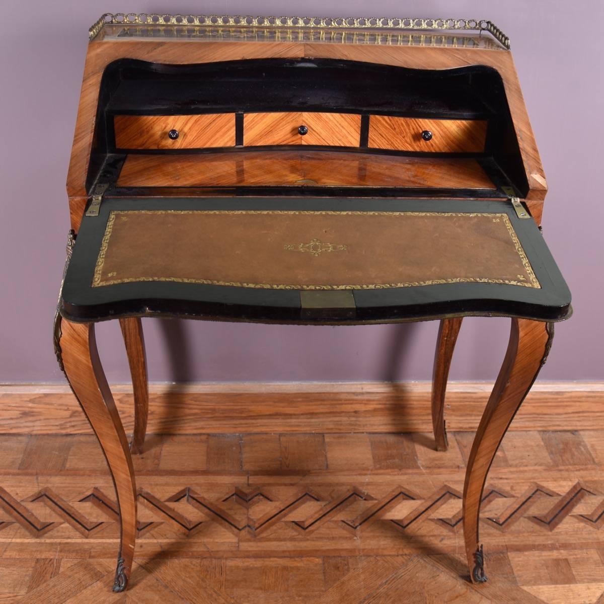 Elegant antique french marquetry bureau for Bureau french