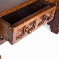 17th century Antique Spanish walnut table