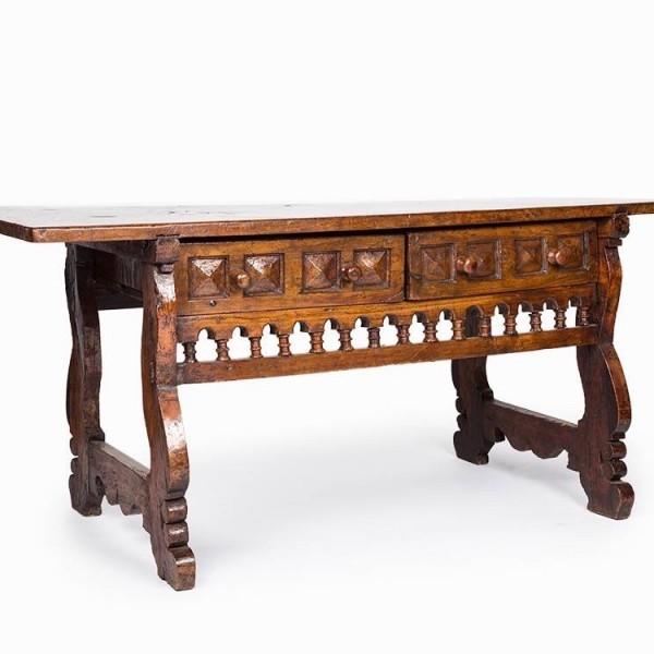 Spanish walnut table - 17th century Antique