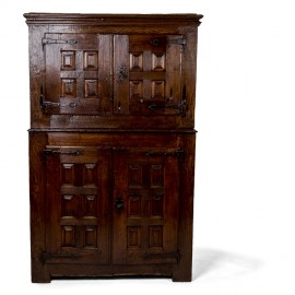 17th century Spanish cupboard with 4 door